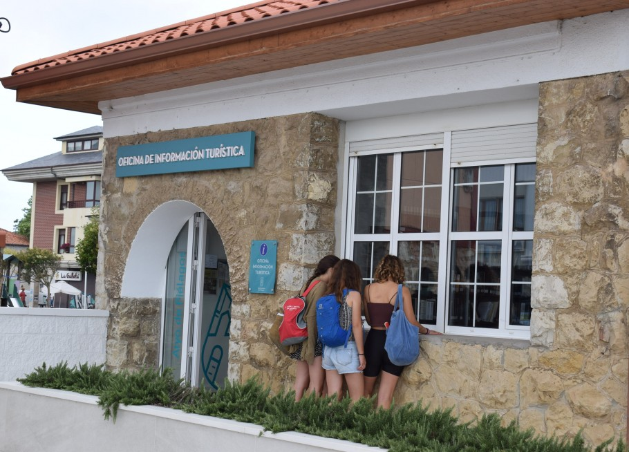 La Oficina municipal de turismo de ...